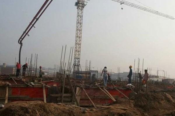 2013年11月办公大楼地梁及承台浇砼